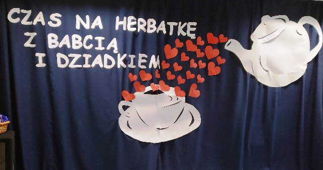 Czas na herbatkę z Babcią i Dziadkiem w Szkole Podstawowej w Podjazach