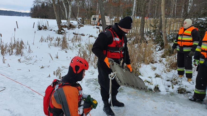 Szkolenie ratownictwa lodowego w Sulęczynie