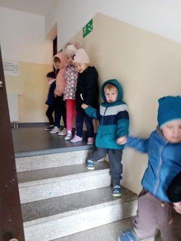 Próbna ewakuacja w szkole w Podjazach
